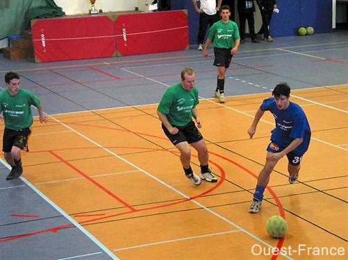 Anduze Foot en Salle screen 1