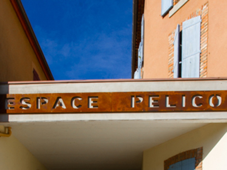 Photo du fronton de l'espace Pélico